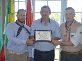 Prefeito Sergio  A. Lasch recebe homenagem