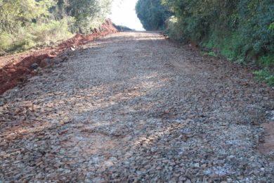 Prefeitura realiza manutenção de estradas do interior