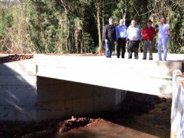 Ponte que faz divisa com Lagoa dos Três Cantos é reinaugurada