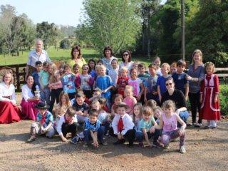 Alunos da Escola Professora Eida da Silveira visitaram a propriedade da família Mattei