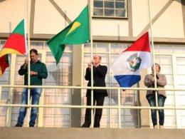 Hasteamento de bandeiras marca o início da Semana da Pátria em Lagoa