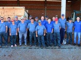 Prefeitura de Lagoa entrega uniforme para os servidores de obras
