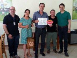 JBS/Seara premia avicultor de Lagoa dos Três Cantos
