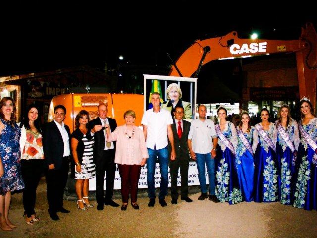Administração Municipal de Lagoa dos Três Cantos adquiriu uma escavadeira hidráulica com emenda parlamentar da Senadora Ana Amélia Lemos e contrapartida municipal