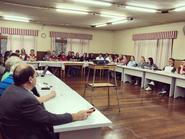 Coordenadores do Grupo Folclórico Cultivo do Passado participaram da Assembleia da Associação Cultural Gramado