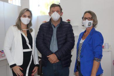 Empresária Vânia Lange, Prefeito Sergio Lasch e Agente Administrativa  da Secretaria de Saúde Sandra Simon