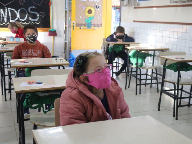 Segunda-feira foi de volta às aulas nas escolas municipais de Lagoa dos Três Cantos