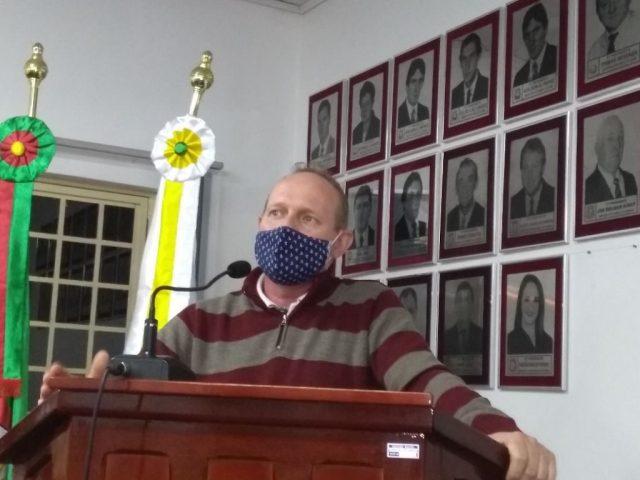 Secretário de Saúde atendeu convite da Câmara de Vereadores e esteve em sessão trazendo informações aos edis