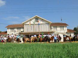 Piquete Vô Emílio promoveu passeio a cavalo